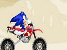 Соник на мотоцикле по пустыне